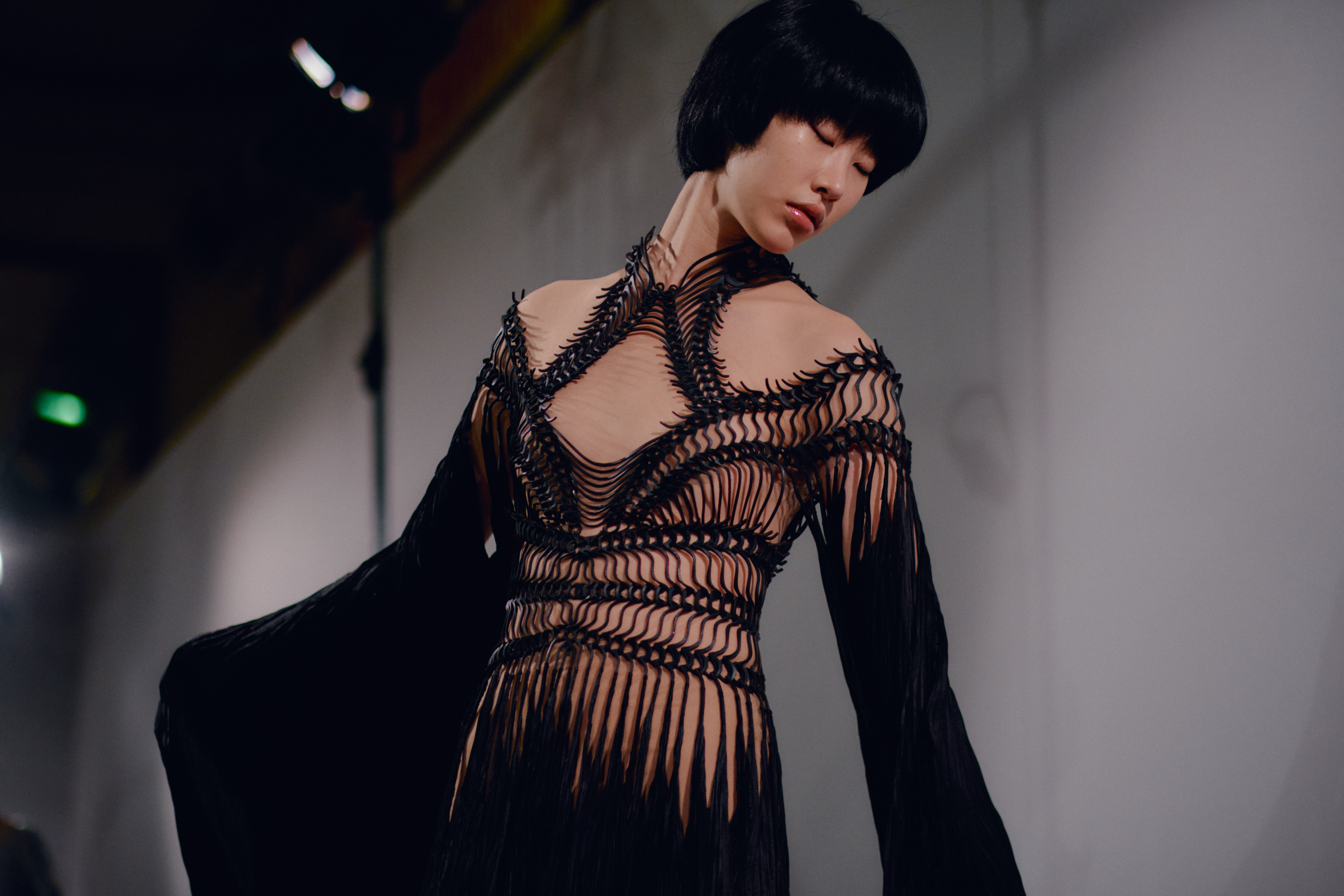 0092_IrisVanHerpen_Couture_Vogue_20Jan2020_Credit-Jamie-Stoker